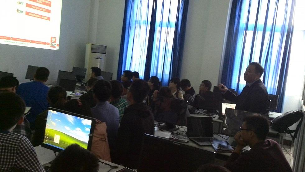 来自江苏科技大学电子信息学院的师生代表参与了本次讲座!