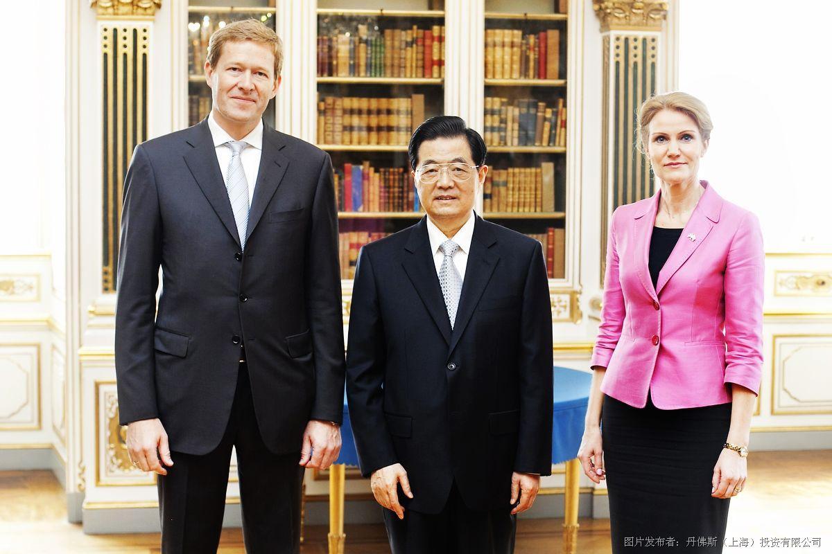 柯劳森于6月15日在丹麦哥本哈根分别与鞍山市和天津市武清区领导签署