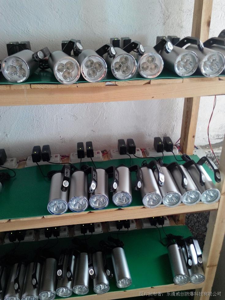 威创推出BAD305手提式防爆探照灯