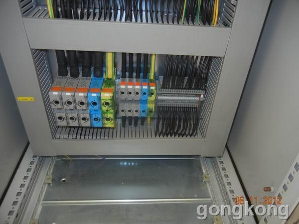 电柜中的轨道接线端子
