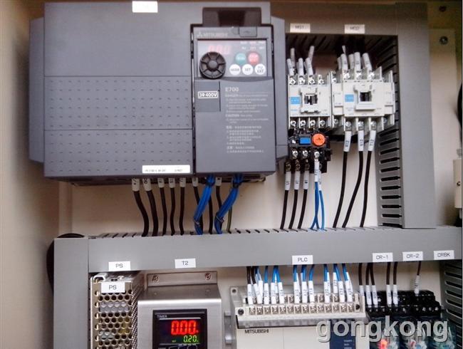 变频器输出还要接继电器及热保护吗?
