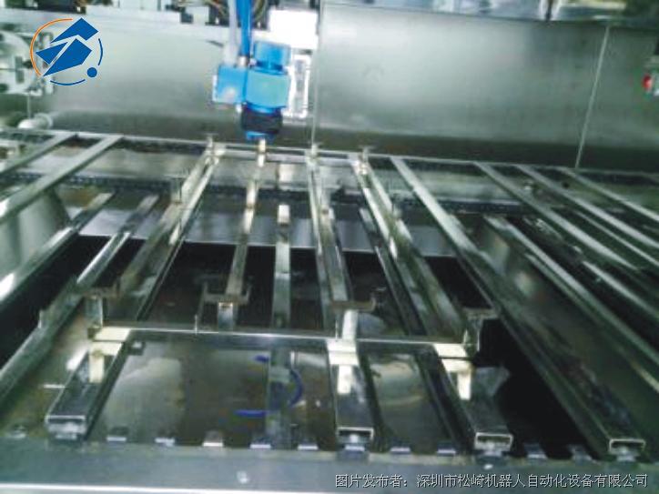 松崎 汽车行李架饰条在线往复喷涂机器人